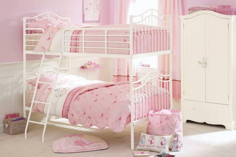Фото двухъярусной кровати в комнате девочек