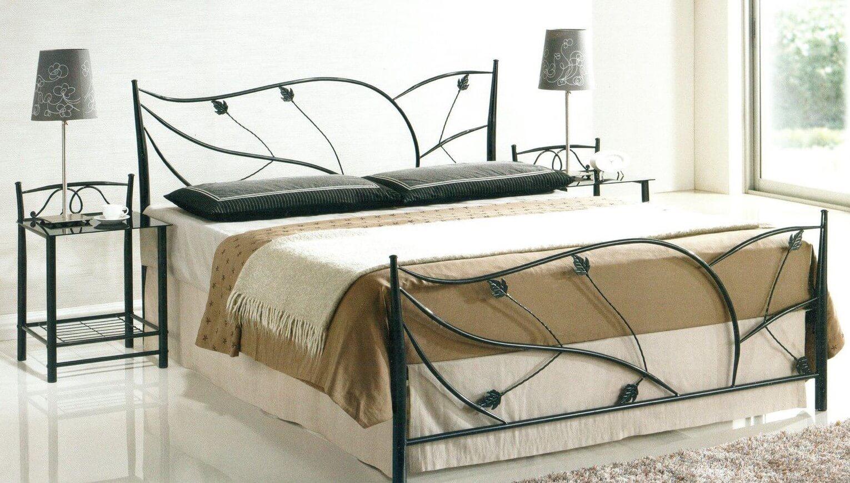 Кованая двуспальная кровать