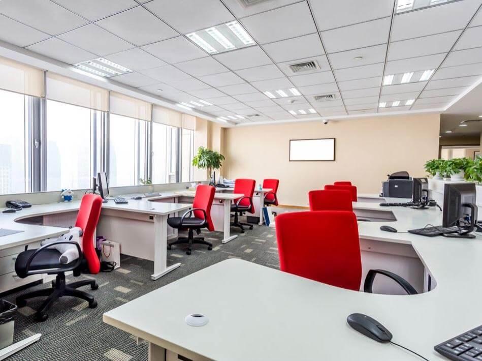 операторские кресла в интерьере офиса