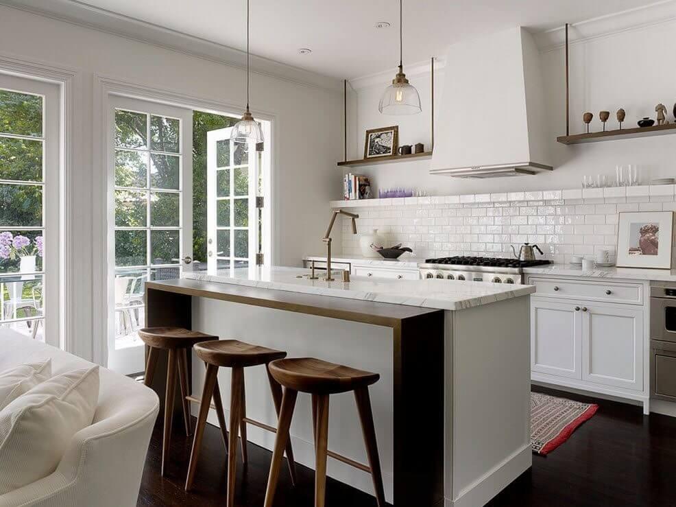фото деревянных барных табуреток в интерьере кухни