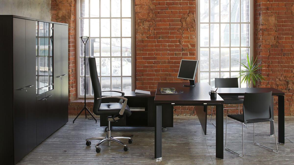 фото кожаного кресла руководителя