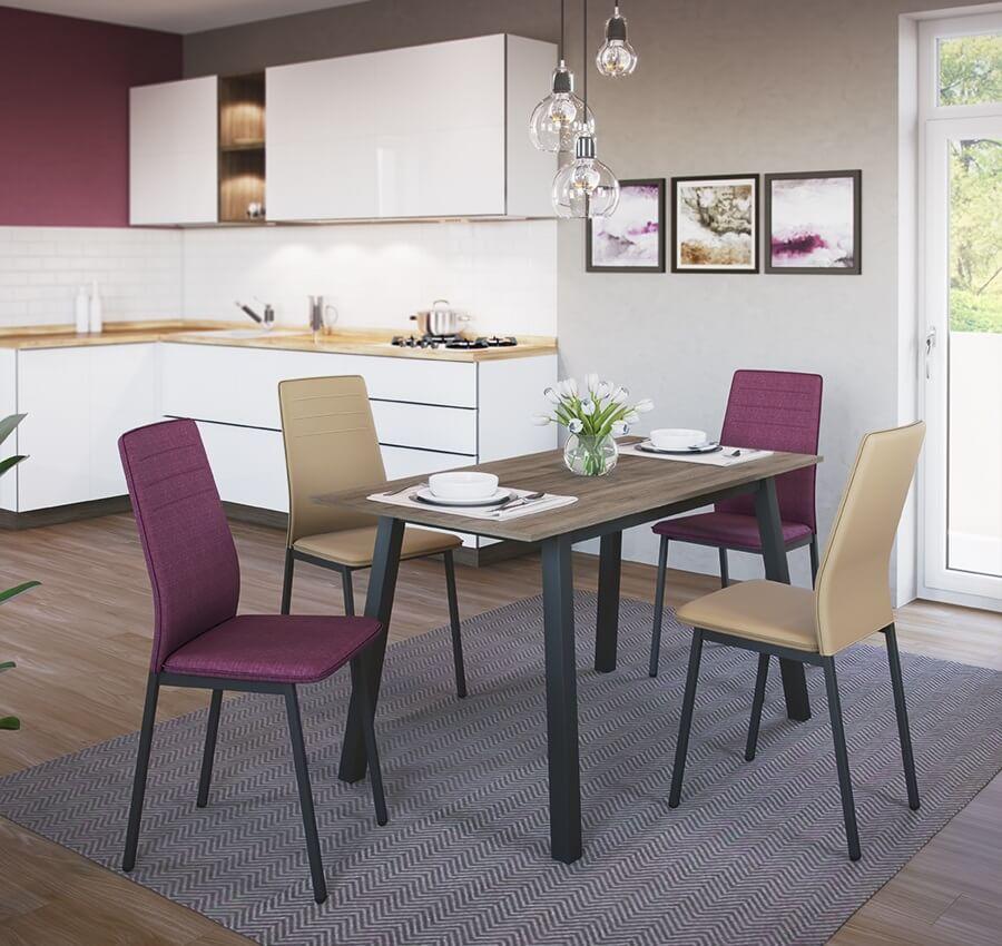 кухня с обеденными стульями в интерьере