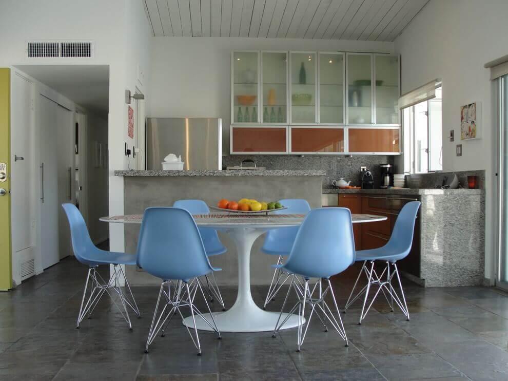 пластиковые кухонные стулья