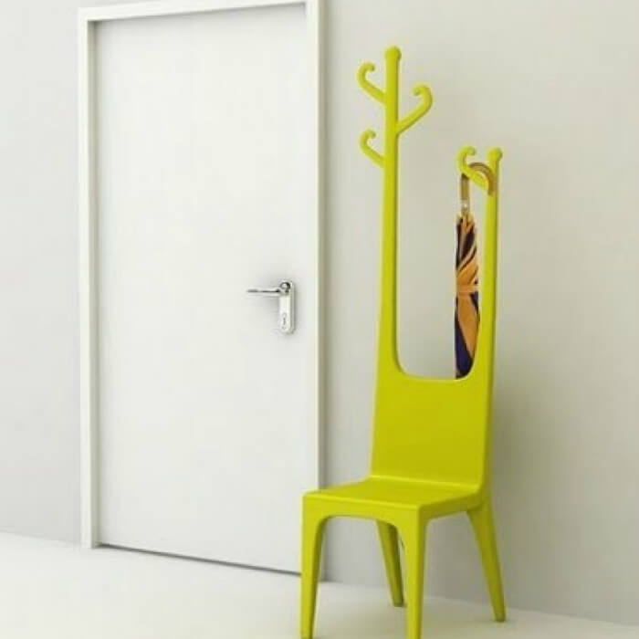 стул вешалка в интерьере - фото