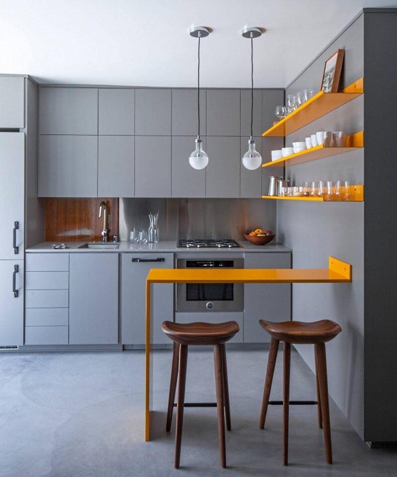кухня с маленькой барной стойкой в интерьере