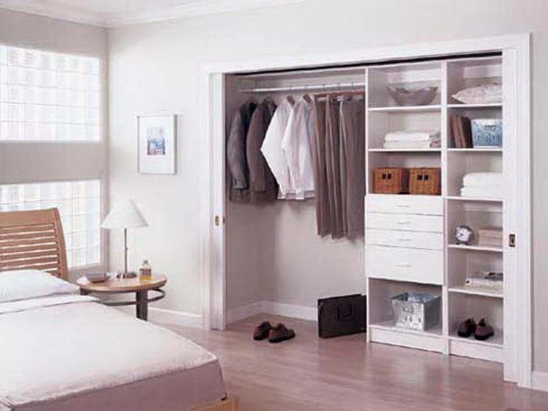 шкаф встроенный в нишу в стене
