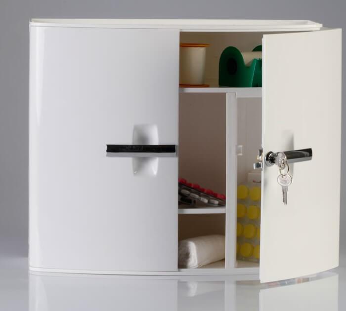 пластиковый шкаф в ванной