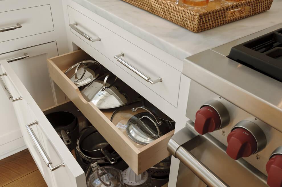 шкаф для кастрюль и сковородок