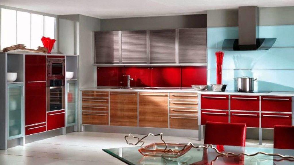 кухня с фасадами в алюминиевой рамке