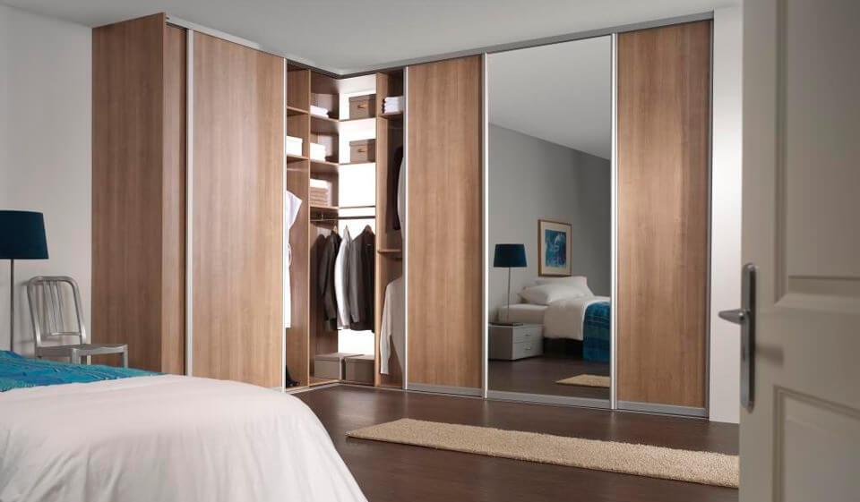 встроенный угловой шкаф в интерьере спальни