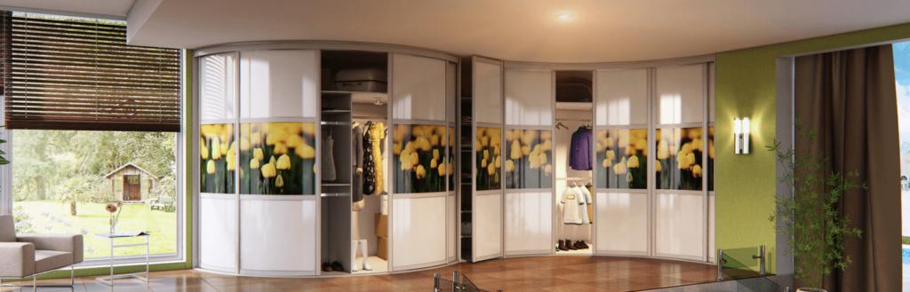 Радиусный шкаф в гостиную