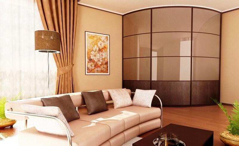 радиусный встроенный шкаф в гостиной